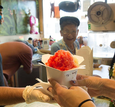 Shaved ice being purchased at Banana Crepe in Japantown